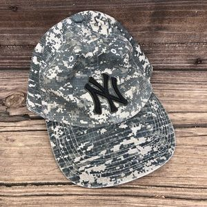 NWT NY Yankees camo green and tan fitted hat